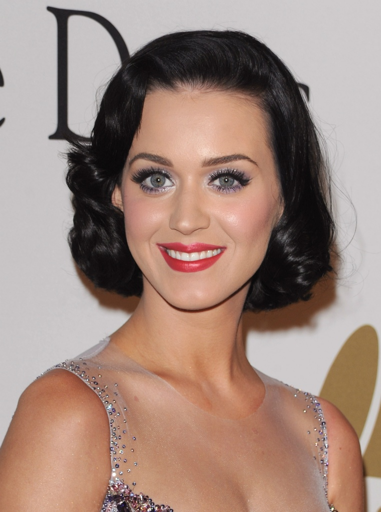 Elegant Short Hairstyles For Women (3)