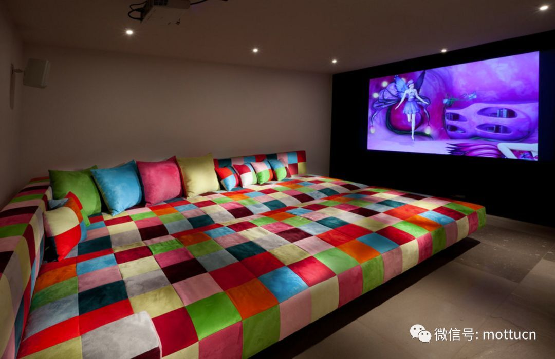 Minimalist Home Theater Design With Exaggerated Colored Sofa