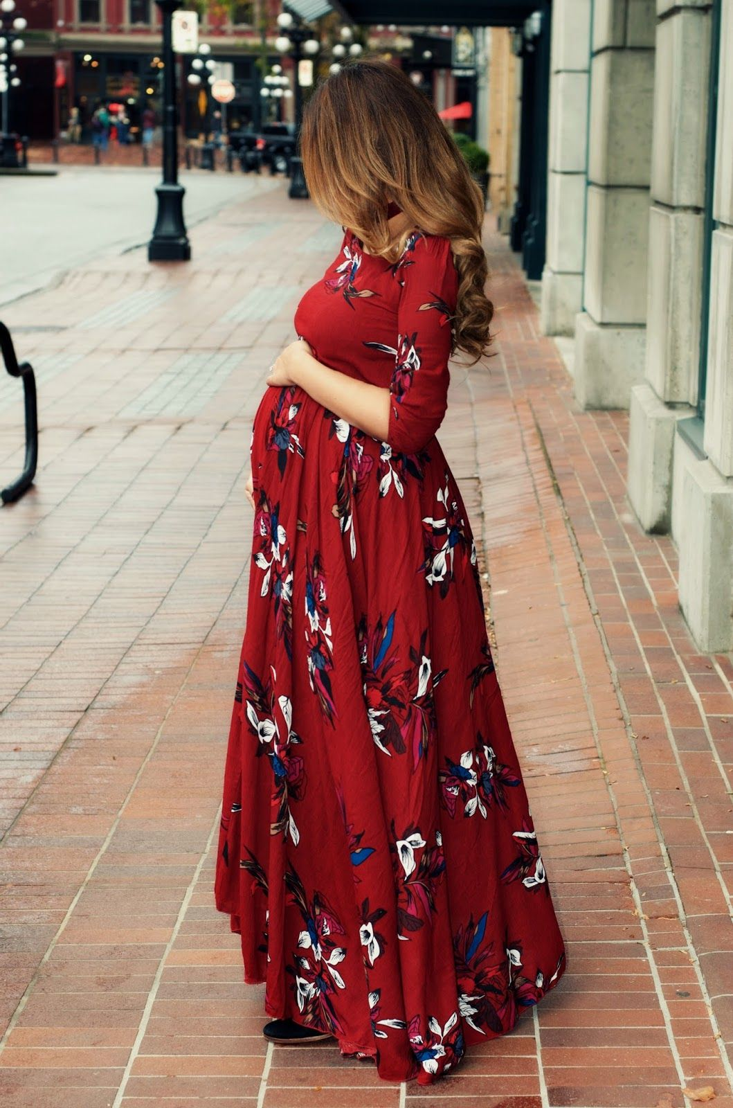 stunning maternity outfits  flaunt  baby bump