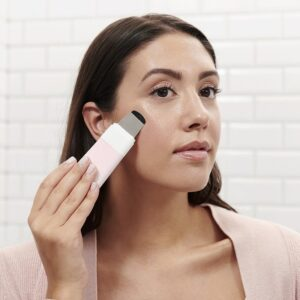 A Detailed Review of Dermaflash Products: Is the Dermaplaning Tool Effective?