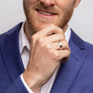5 Tips to Choose the Best Wedding Band for Your Man